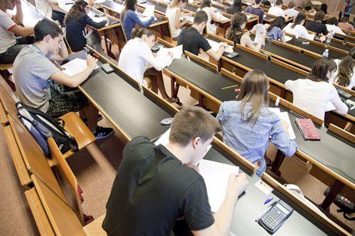 La Universidad La Laguna (ULL) y la universidad de las Las Palmas de Gran Canaria Canarias han incrementado el numero de allumnos que se presentan a la prueba de Acceso a la Universidad para mayores de 25 años y para mayores de 45 años del ejercicio 2011