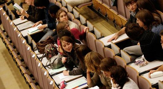 Alumnos preparando los examenes de selectividad