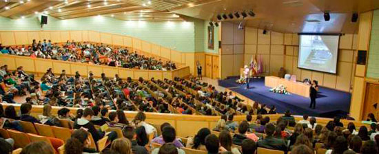 Imagen de un aula durante las pruebas de acceso a la Universidad de Sevilla 2013