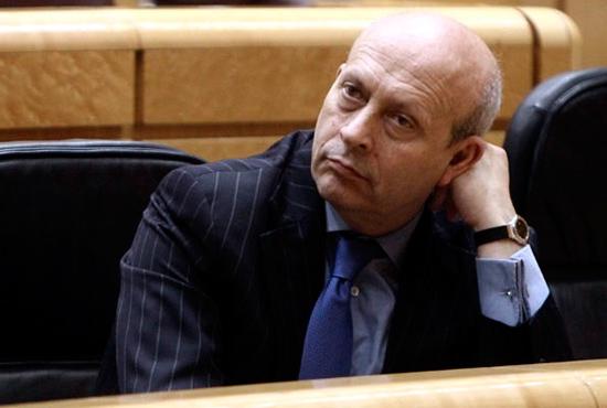 Imagen del ministro wert tras la aprobacion de la LOMCE que anula la PAU como prueba de acceso a la universidad